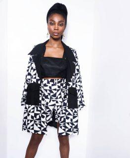👀 Notre tailleur short Minon Tougban. Notre collection capsule Konou. #madeinafrica #handmade   Disponible sur notre site : 👆 lien en bio 👆  Sur mesure et personnalisation disponibles en pré commande.  . . . . . . . . . . . . . . . Modèle : @chimel.mp  Direction artistique : @anzparis  Make-up : @katzeup  Photo : @steevejohaness  Merci @chimel.mp  Merci @katzeup  Merci @angelaanz  . . . . . . . . . . . . . . . . . . . . #tougban  #betougban  #tougbanandco  #mode #paris  #parismaville  #parisienne  #tenue  #blazerstyle #tailleurfemme  #styleethnique  #styleethniquechic #blogueusemode #blazerfemme