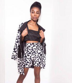 👀 La sublime @chimel.mp dans notre tailleur short Minon Tougban  #madeinafrica #handmade   👀 Disponible sur notre site : 👆 lien en bio 👆  👀 Sur mesure et personnalisation disponibles en pré commande. . . . . . . . . . . . . . . . Modèle : @chimel.mp  Make-up : @katzeup  Direction artistique : @anzparis  Photo : @Steevejohaness  Merci @chimel.mp  Merci @katzeup  Merci @angelaanz  .  . .  . . . . . . . . . . . . . #tougban  #betougban  #tougbanandco  #styleethniquechic  #pretaporter  #paris  #parismaville #blazerstyle  #mode