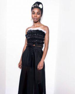 💥 Decouvrez notre ensemble Késhia O porté par la splendide @chimel.mp  #madeinafrica #handmade   Notre ensemble est composé d'une jupe longue réaliser en organza avec une large fente sur le côté. Le bustier en organza et tulle.  💥 Disponible sur notre site : 👆 lien en bio 👆  💥 Sur mesure et personnalisation disponibles en pré commande. . . . . . . . . . . . . . . . . . . . . Modèle : @chimel.mp  Make-up : @katzeup  Direction artistique : @anzparis  Photo : @steevejohaness  Merci @chimel.mp  Merci @katzeup  Merci @angelaanz  . . . . . . . . . . . . . . . . . . . . #tougban  #betougban  #tougbanandco  #fashionaddict  #madeinafrica