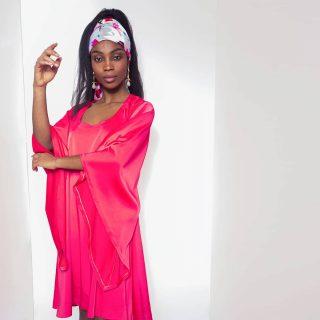 ❤ @chimel.mp porte notre foulard Kashka Tougban. Notre collection capsule Konou. #madeinafrica #handmade  . . ❤ Disponible sur notre site : 👆 Lien en bio 👆 . . . . . . . . . . . . . . . . . . . . Modèle : @chimel.mp  Make-up : @katzeup  Direction artistique : @anzparis  Photo : @steevejohaness  Merci @chimel.mp  Merci @katzeup  Merci @angelaanz  . . . . . . . . . . . . . . . . . #tougban  #tougbanandco  #betougban  #carrédesoie  #foulards  #foulard