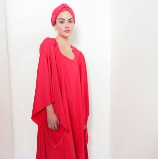 ❤ Notre robe Buchi Tougban  Notre collection capsule Konou  #madeinafrica  #handmade  . . ❤ Disponible sur notre site : 👆 Lien en bio  . . ❤ Sur mesure et personnalisation disponibles en pré commande. . . . . . . . . . . . . Modèle : @sarahokendo2.0 Make-up : @katzeup  Direction artistique : @anzparis  Photo : @steevejohaness  Merci @sarahokendo2.0 Merci @katzeup  Merci @angelaanz  . . . . . . . . . . . . . . . . . #tougban  #betougban  #tougbanandco  #style  #styleethniquechic  #styledujour #blogmode